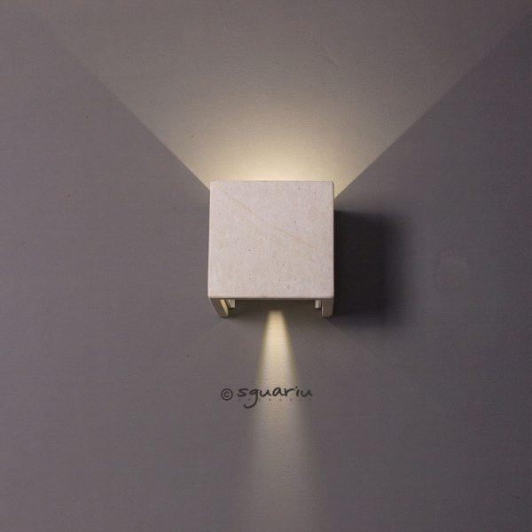 Faretto led cubo da esterni in pietra leccese angolo luce largo
