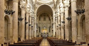 Basilica di Santa Croce a Lecce e il trionfo della pietra leccese