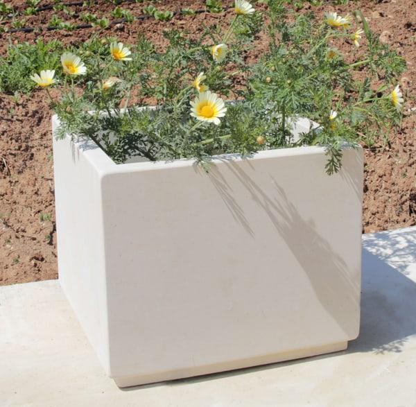 fioriera in pietra leccese
