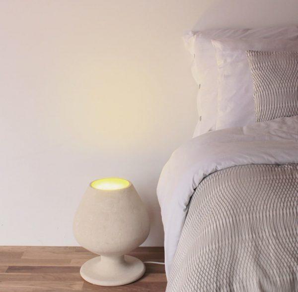 La Lampada di design posizionabile sia da tavolo e sia per terra