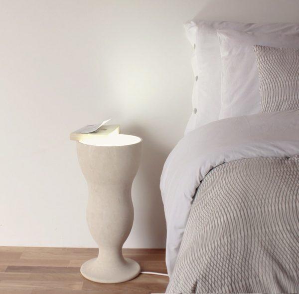 lampada elegante posizonabile sia ai piedi del letto e sia a forma di bicchiere da cocktail
