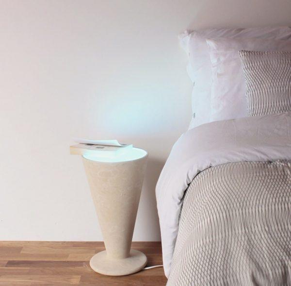 La Lampada in Pietra Leccese come comodino luminoso o tavolino