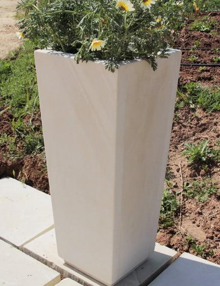 vaso alto esterno in pietra leccese